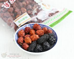Red and black dates (jujubes)