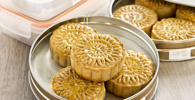 Traditional Baked Mooncakes filled with sesame seed or red bean paste and salted egg yolk. A must-have for the Mooncake/Mid-Autumn Festival. | MalaysianChineseKitchen.com