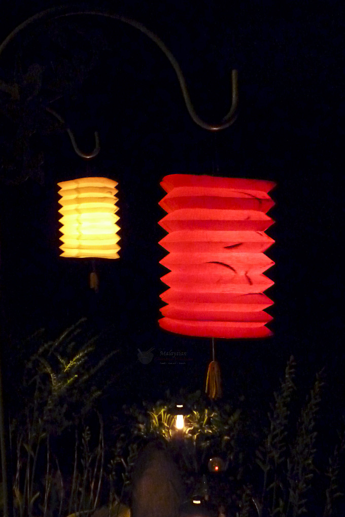 Accordion lanterns