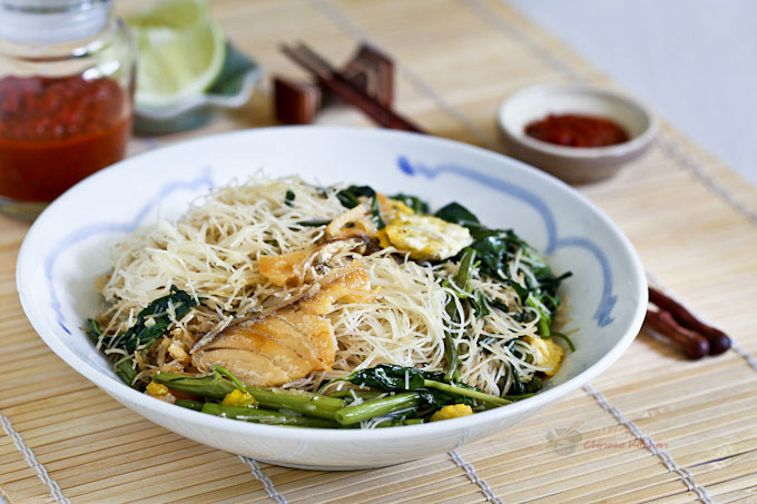 Kiam hu beehoon fried rice noodles with salted fish for Chinese salted fish