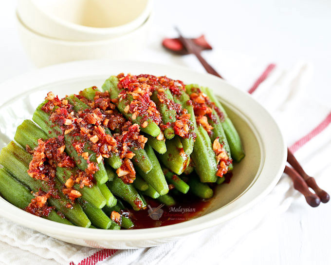 This piquant Sambal Steamed Okra with a spicy sambal belacan and soy sauce dressing is full of umami flavor. Takes only 20 minutes to prepare. | MalaysianChineseKitchen.com
