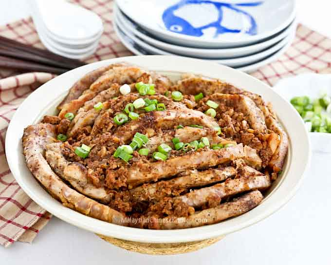 Tender and delicious Hakka Kau Yoke (Steamed Pork with Taro)