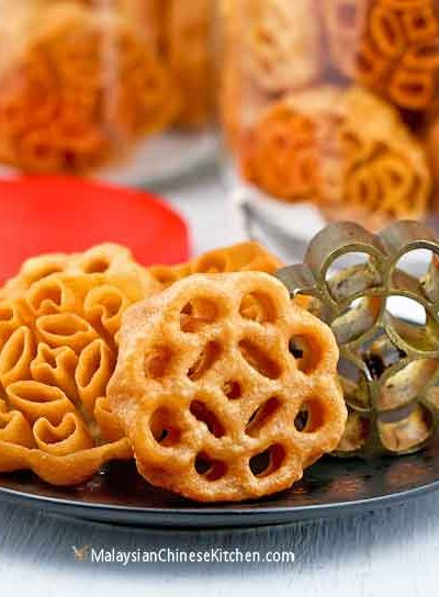 These fragrant and delicious Kuih Loyang (Rosettes/Honeycomb Cookies) are a real treat. They are ultra thin, super crispy, and easy to prepare. | MalaysianChineseKitchen.com #kuihloyang #rosettes #honeycombcookies #beehivecookies #kuihrose