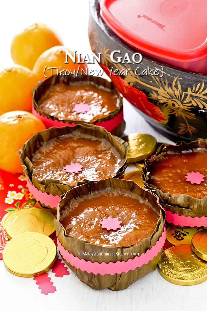 Nian Gao with Tray of Togetherness, oranges, chocolate gold coins and angpows.