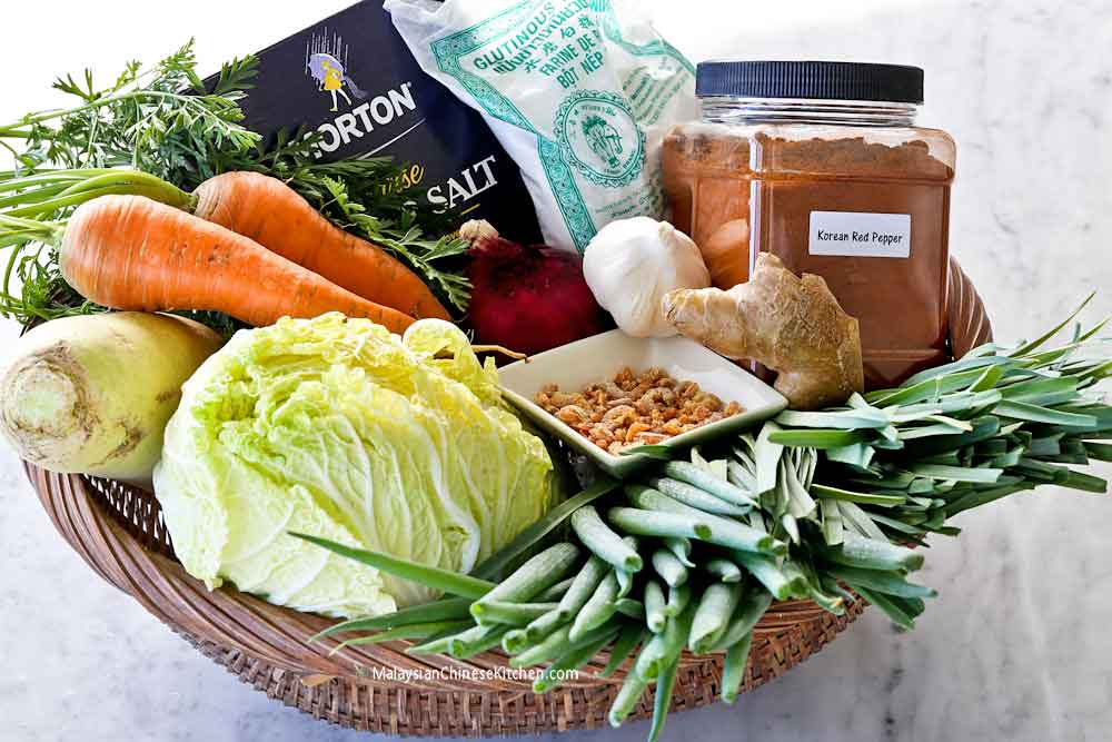 All the ingredients needed to make this cabbage kimchi.