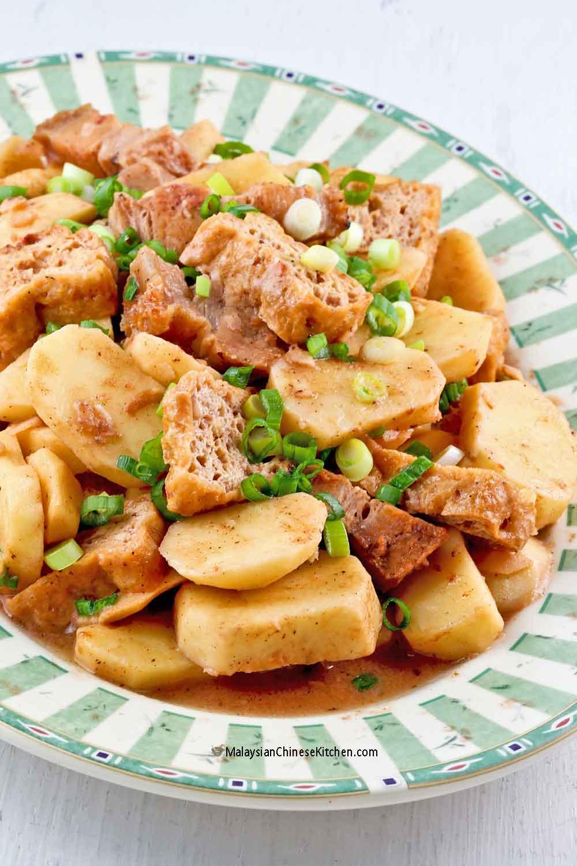 Braised Ngaku Arrowheads with Roast Pork Belly and deep fried tofu puffs.
