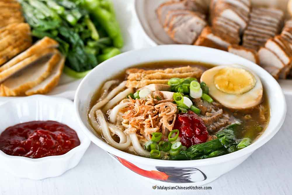 Lor Mee (Braised Noodles) served with fried chili paste.