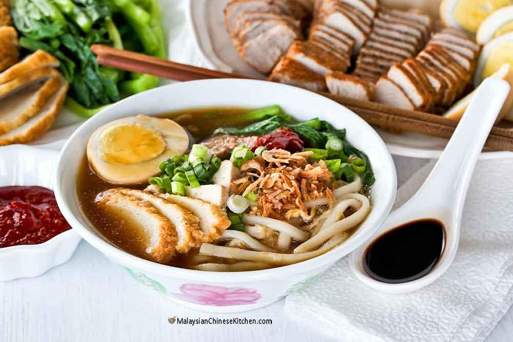 Lor Mee (Braised Noodles) served with a dash of black vinegar.