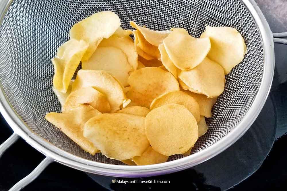 Ngaku Arrowhead Chips frying up beautifully.